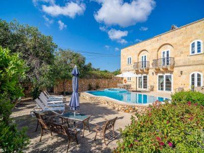 beach-villa-Xaghra-Malta