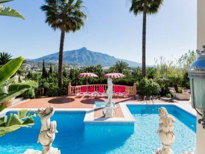 Nueva Andalucía Holiday Villas